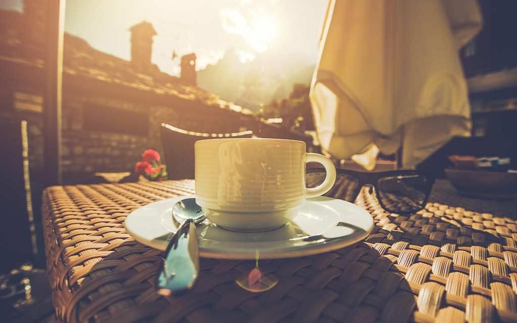 drink coffee in summer