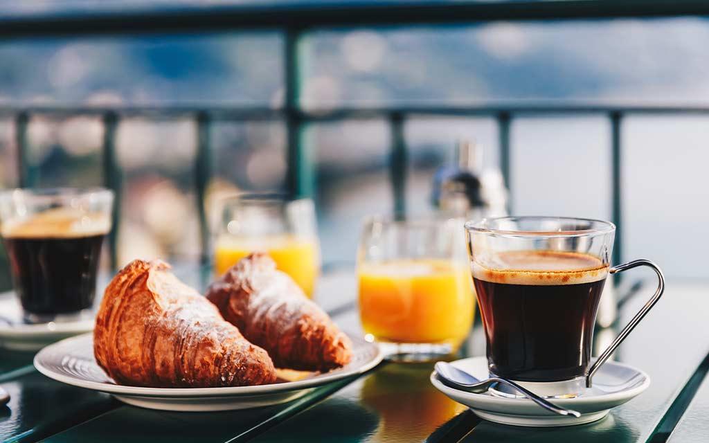 bere il caffè in estate