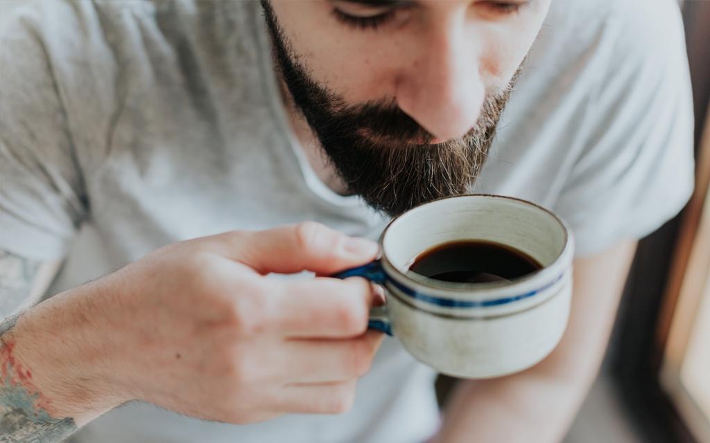 annusare aroma caffè