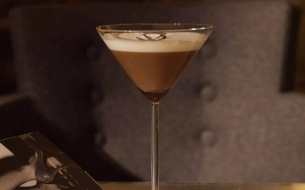 Caffè shakerato in long stemmed glass
